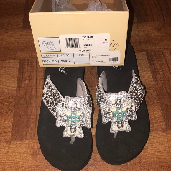 56489dccbe2 Grazie Shoes - Women s country diamond flip flops size 9